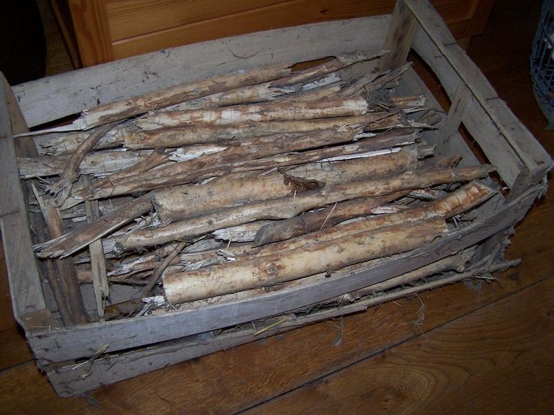 bakje met wilgentakken - stoofhout